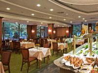 Danubius-Health-Spa-Resort-Margitsziget-restaurant